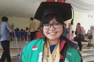 Raih Sarjana, Leony Sondang Dinobatkan sebagai 'Driver Jempolan'