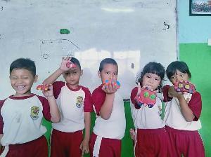 Riset Ini Ungkap Sebagian Besar Siswa Kangen Suasana Sekolah saat PJJ