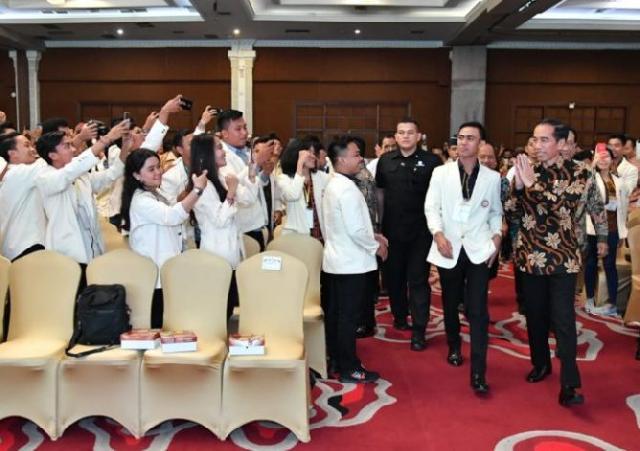 Presiden Jokowi Ajak Mahasiswa Tidak Habiskan Energi untuk Hal Negatif