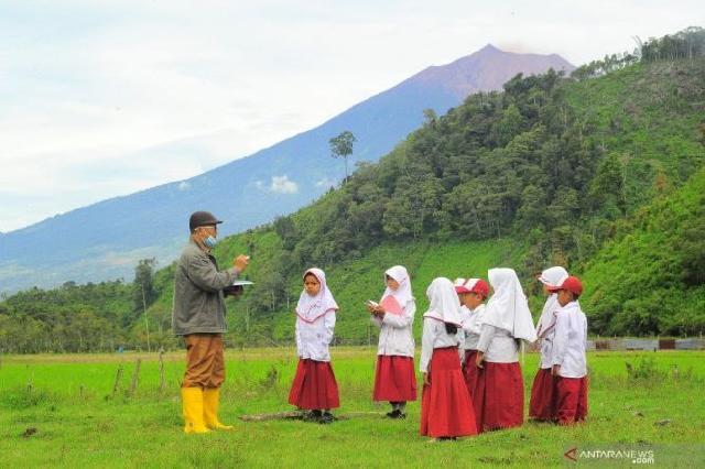 Luncurkan Program Kampus Mengajar, Menteri Nadiem: Saya Tantang Kalian Mengatakan Saya Mau