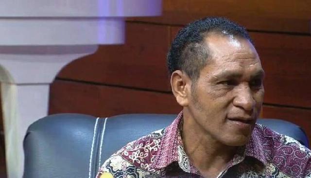 Guru Asal NTT ini, Bertarung Ombak  Demi Mengajar di Pulau Buaya