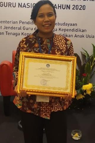 Raih Piagam Penghargaan Kemendikbud, Ari Retnawati  Ajak Tenaga Pendidik  Berinovasi dengan Teknologi